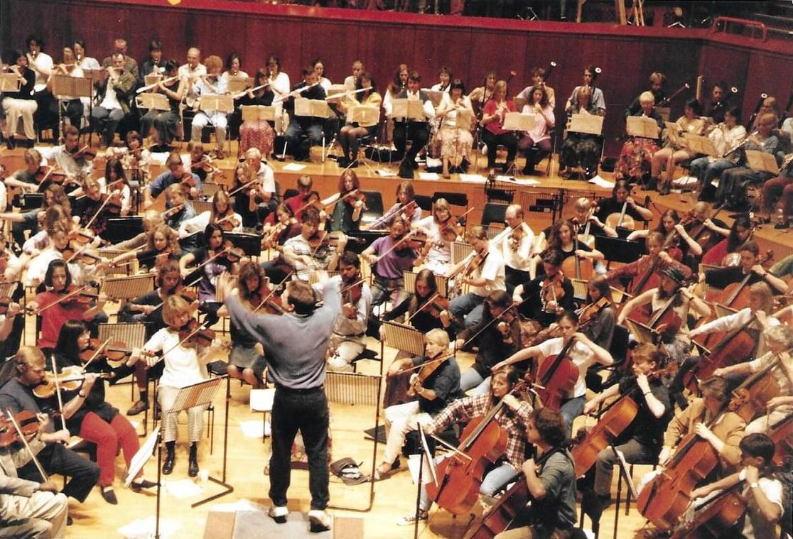 1994.9.3 Photos Roy Goodman conducting crop